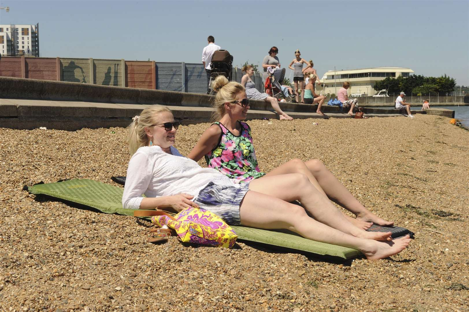 The Strand, Gillingham.People enjoying the hot weather.Picture: Steve Crispe FM4433553 (2911109)