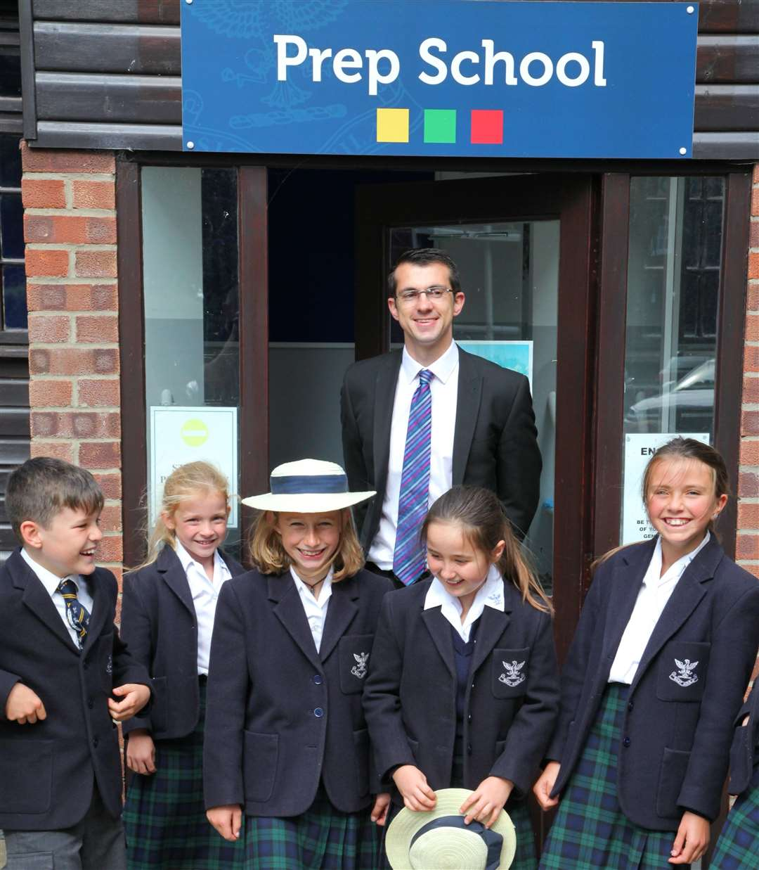 Louis Taylor, headmaster at Glebe House School, Hunstanton with pupils. Photo: SUBMITTED. (4251212)
