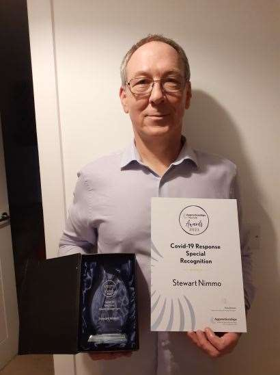 Community champion of the week Stewart Nimmo with his award, supplied by QEH (44489355)