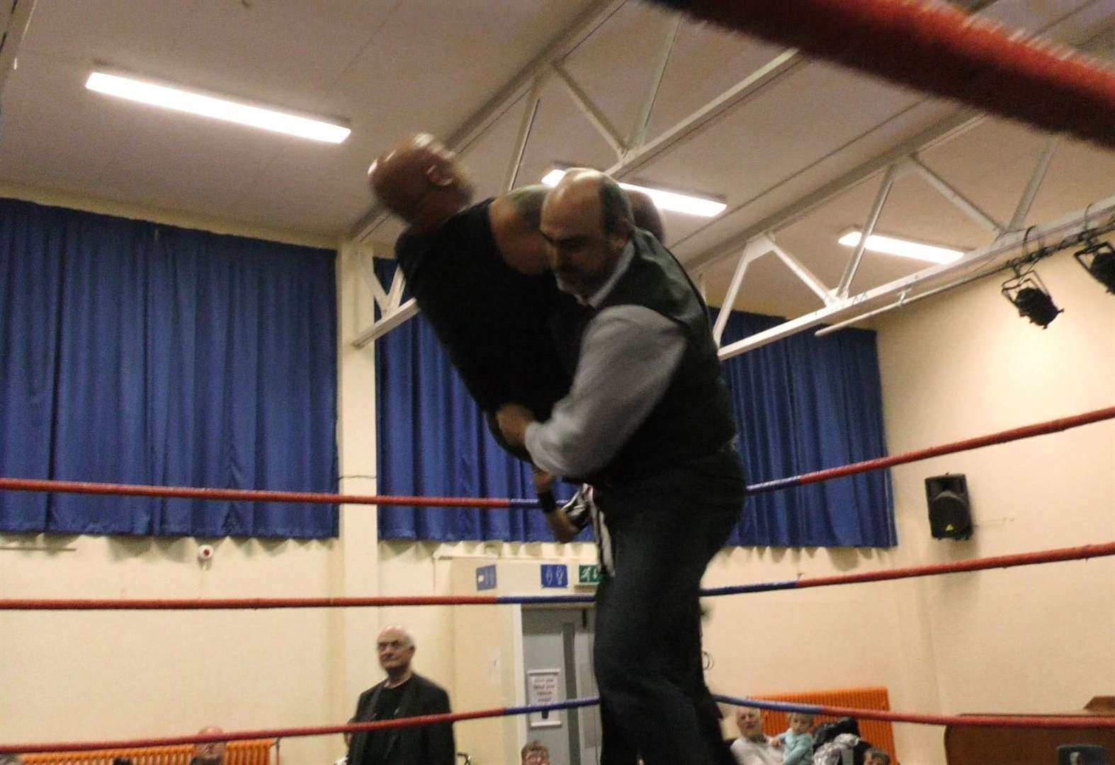 Deputy mayor in chokeslam move