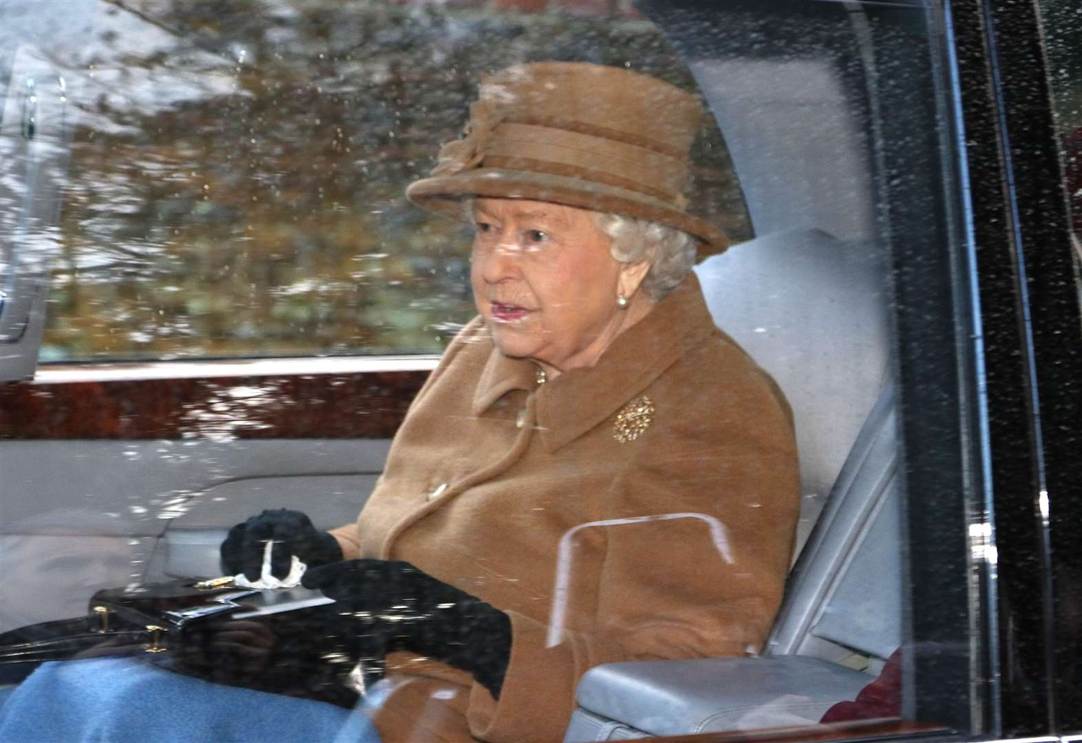 Queen attends Sandringham church ahead of reported 'summit' with Prince Harry