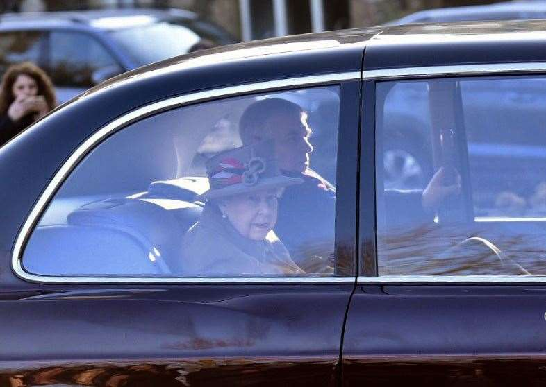 The Queen with Prince Andrew go to Wolferton church. MLNF-19AF01087 (6625046)