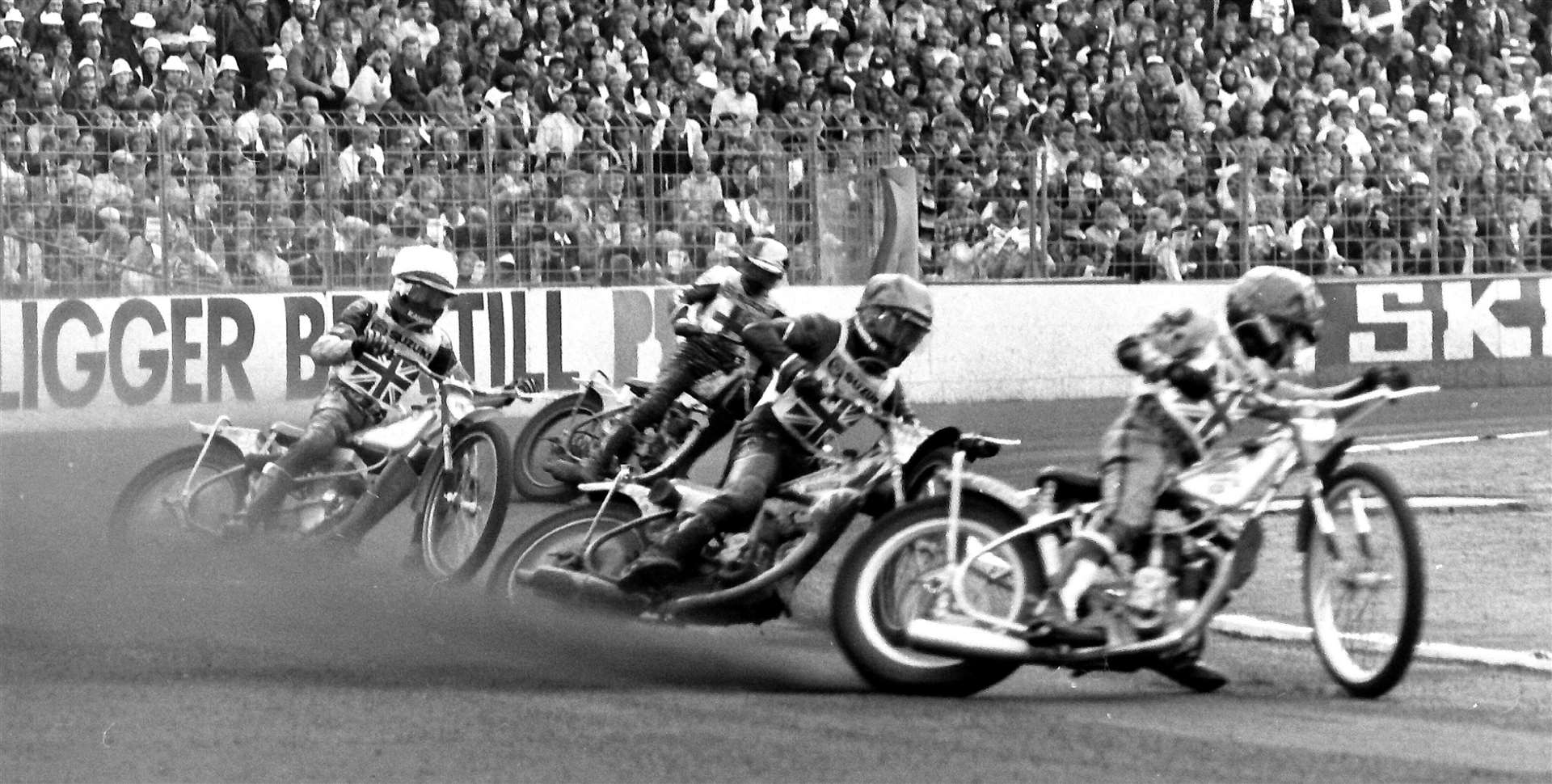 Follow the leader: The fast-starting Dave Jessup leads the field in heat 3 from fellow Englishmen Michael Lee and Peter Collins, with Kai Niemi at the back. MNLF-WC597 (39283383)