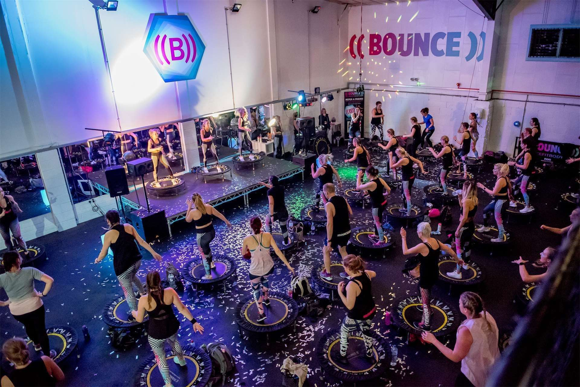 Getting fit using trampolines in a ((Bounce)) class (15153937)