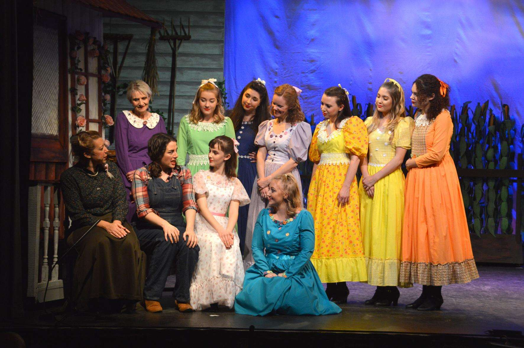 The cast of Oklahoma! fro the King's Lynn Players (5435082)