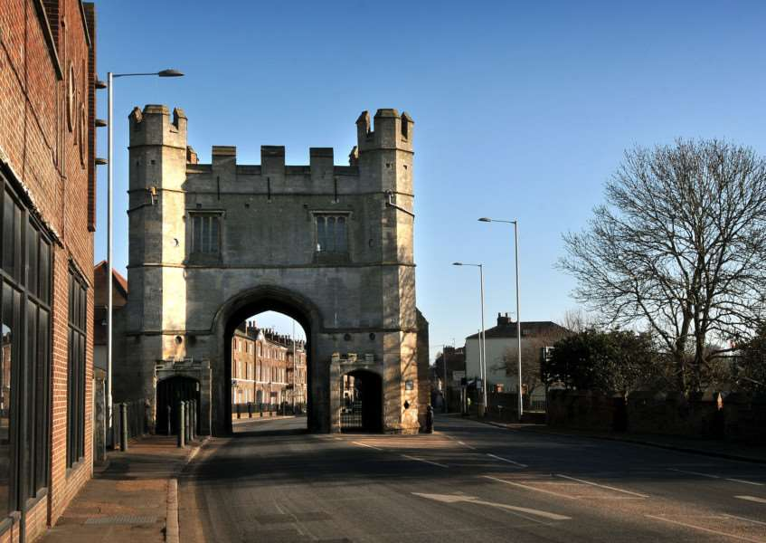 The South Gate entry to King's Lynn on London Road.