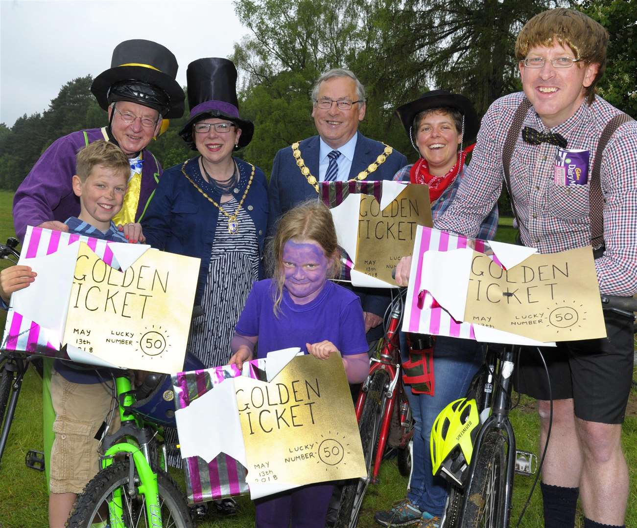 Friends of King's Lynn Samaritans Annual Charity Bike Ride at Sandringham The Sale family (LtoR), Thomas, Martin, Harriet, Catherine and Jon with Borough Mayor and Mayoress Nick and Cheryl Daubney (1981395)