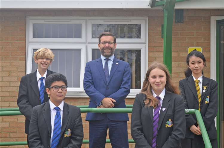 Headteacher Andy Johnson with the successful maths masterclass students, Kara Chim, India-Rose Blandford, James Shorthouse, Ben Yeldham , Angelo Alvarez. Ben Yeldham is not in the image. (49968576)