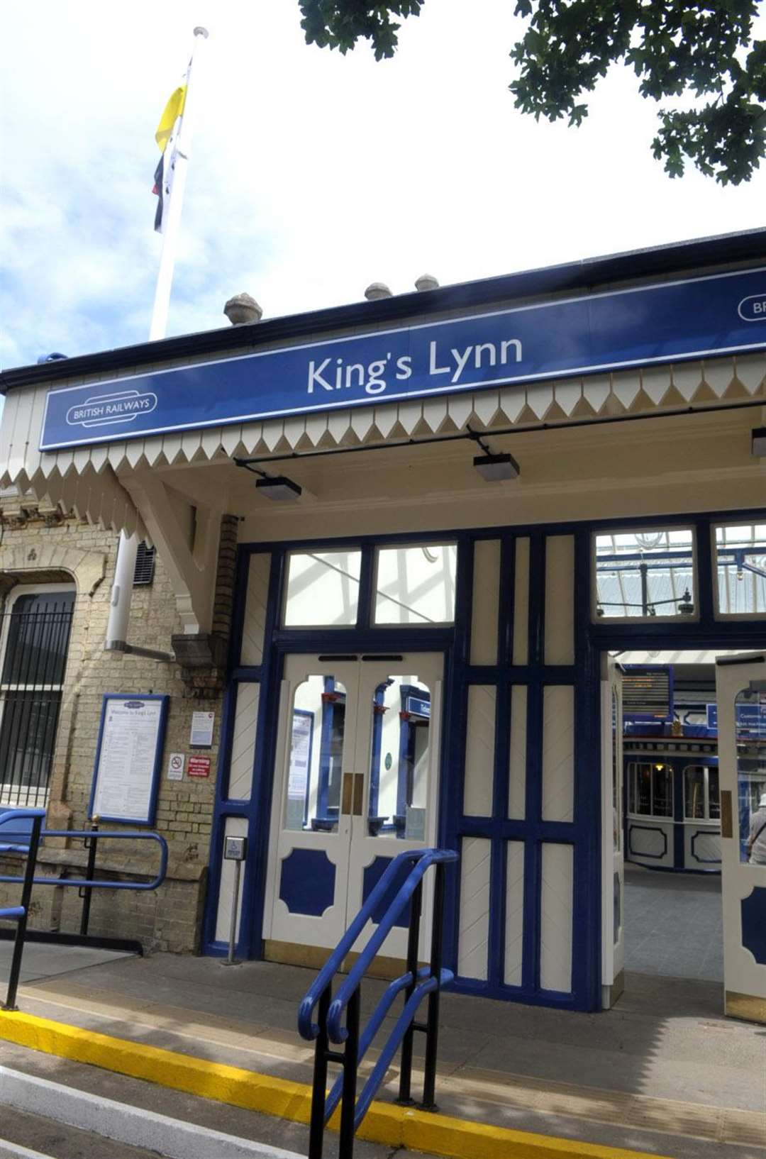 General Views of the recently re-decorated Kings Lynn station.. (7547046)