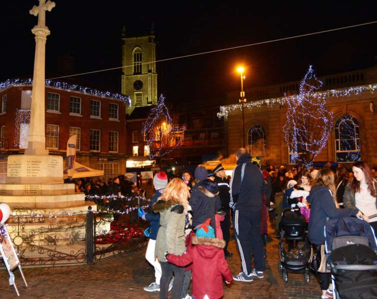 The war memorial and the parish church dominate Fakenham's Christmas lights switch-on. MLNF17PB12306