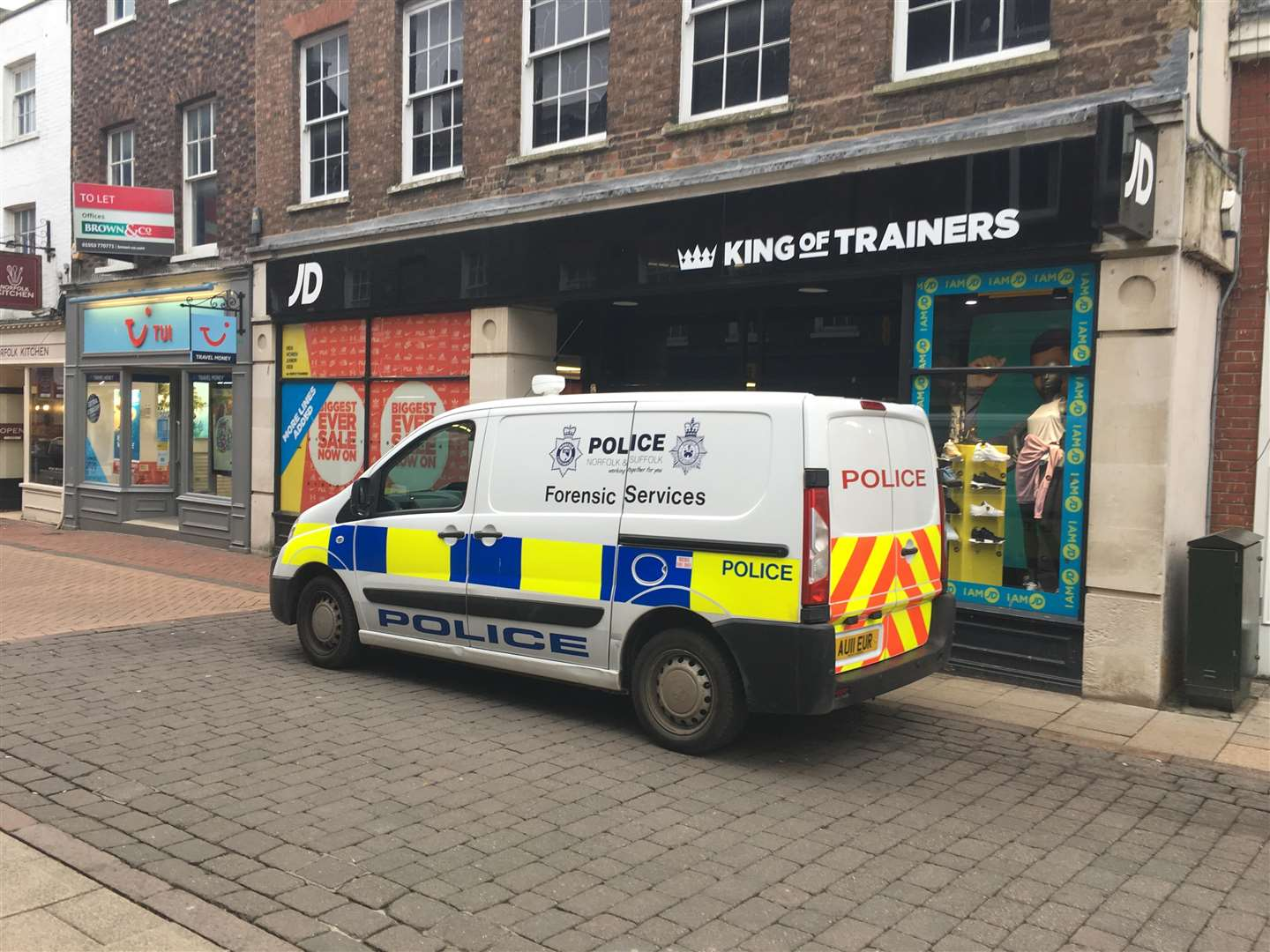 Forensic services on the scene at JD Sports in Lynn's High Street following reports of a knifepoint robbery. (6447344)