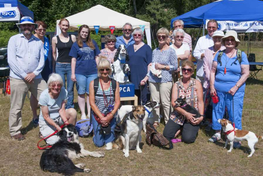 RSPCA Sponsored Dog Walk Sandringham.Pictured organisers and partcipants of the event.