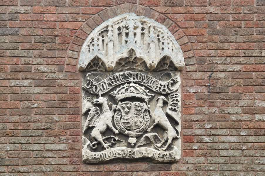 The crest above the entrance to King's Lynn Court in College Lane.