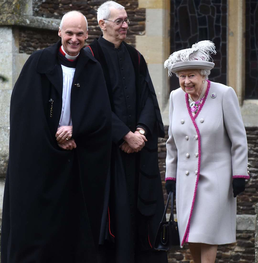 Queen urges unity in Christmas message after year of Brexit division