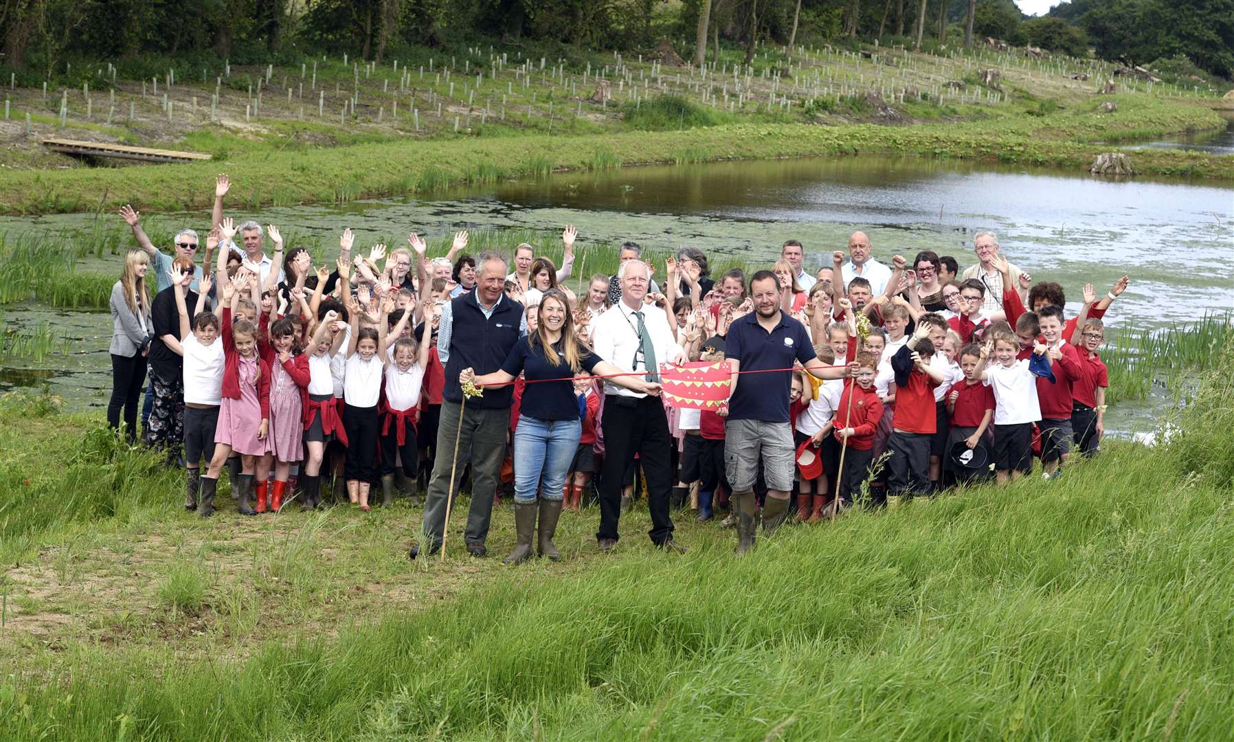 Ingoldisthorpe Primary School children opening new Anglian Water wetland water treatment. (2653958)