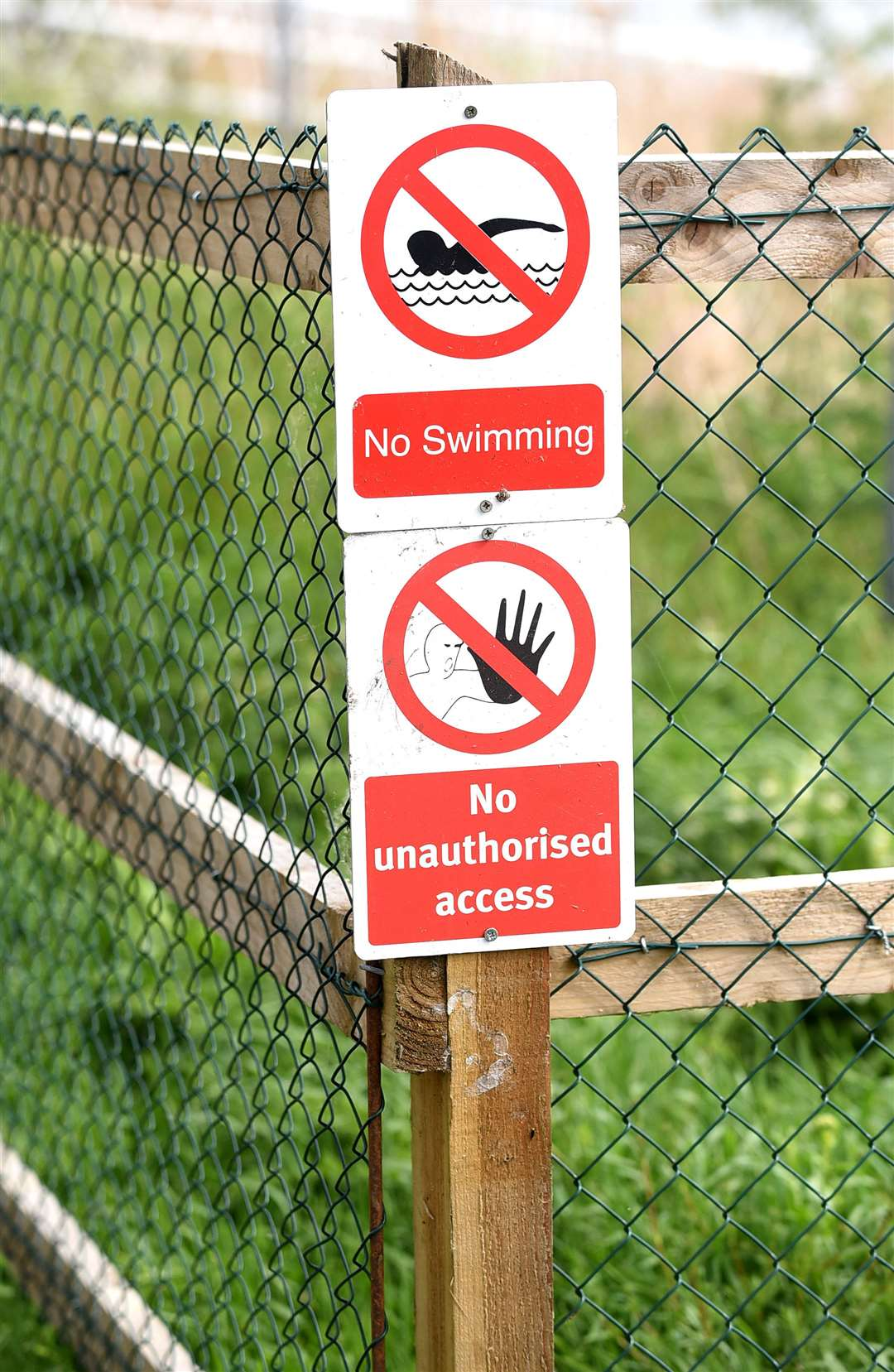 Environment Agency signs emphasise people should not swim at the mooring
