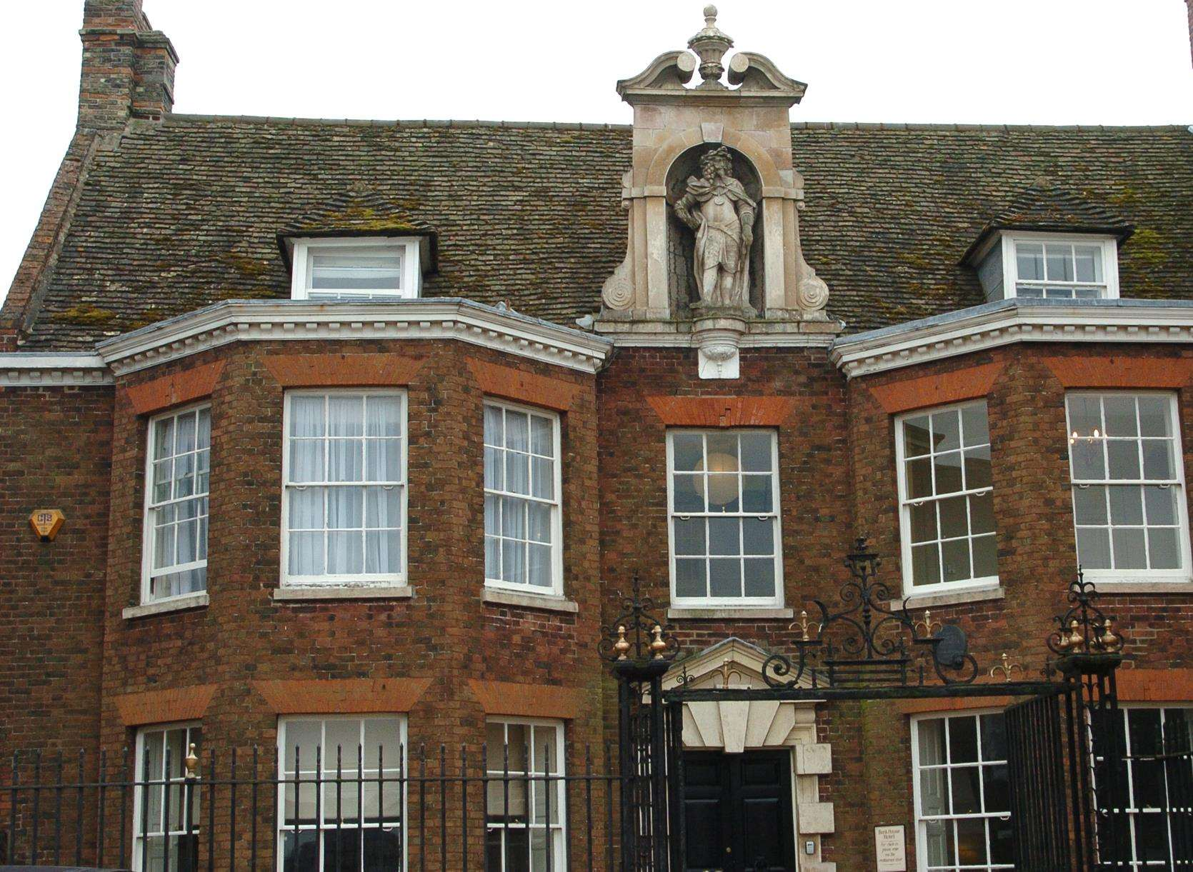 General Views of King's Lynn buildings..Bank House Hotel. (5202428)