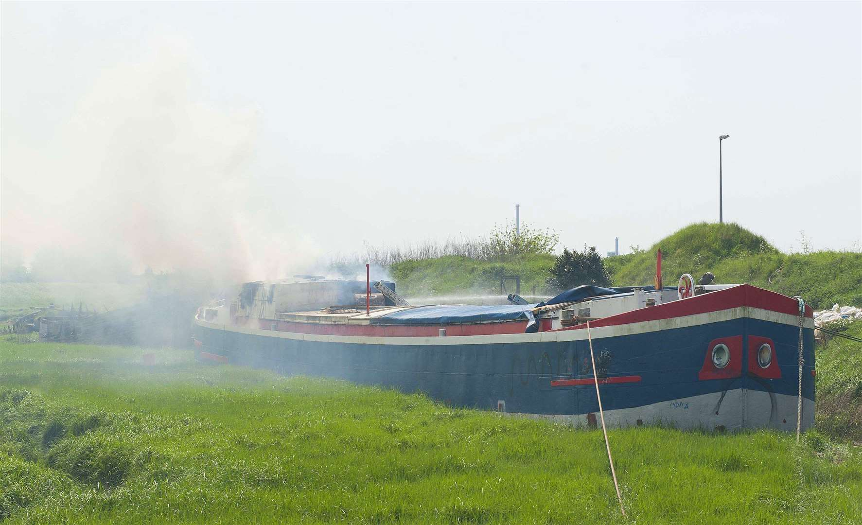 Boat on fire at Boal Quay in King's Lynn. (1887082)