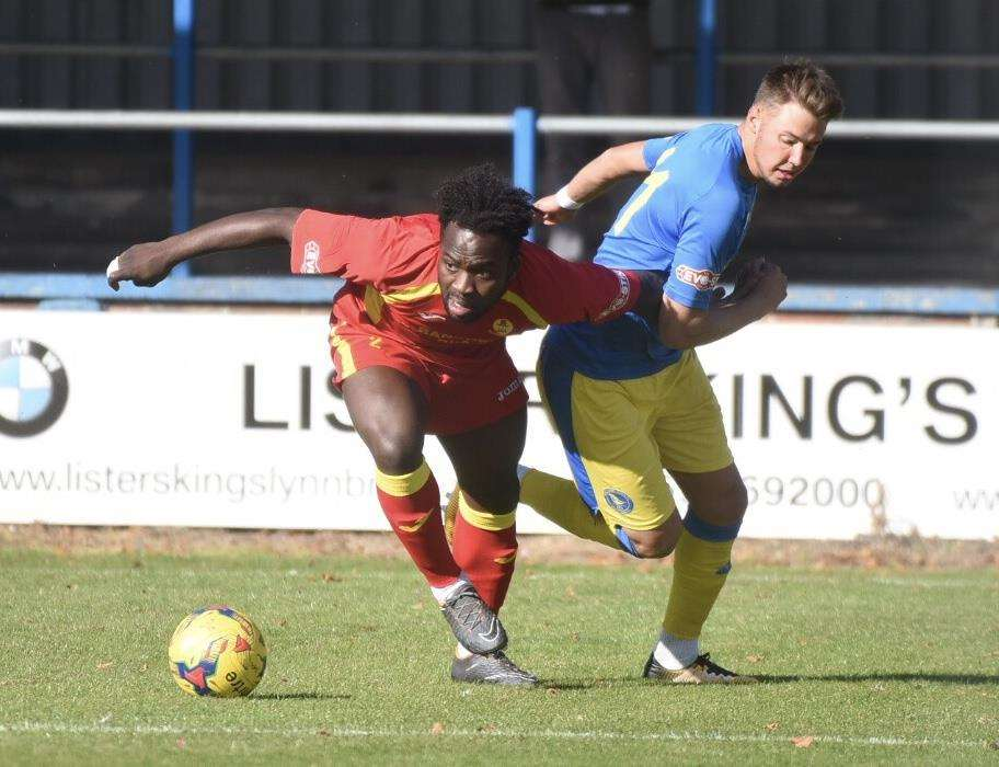 Ryan Hawkins can't get to Banbury United's Jordy Ngathe (4486476)