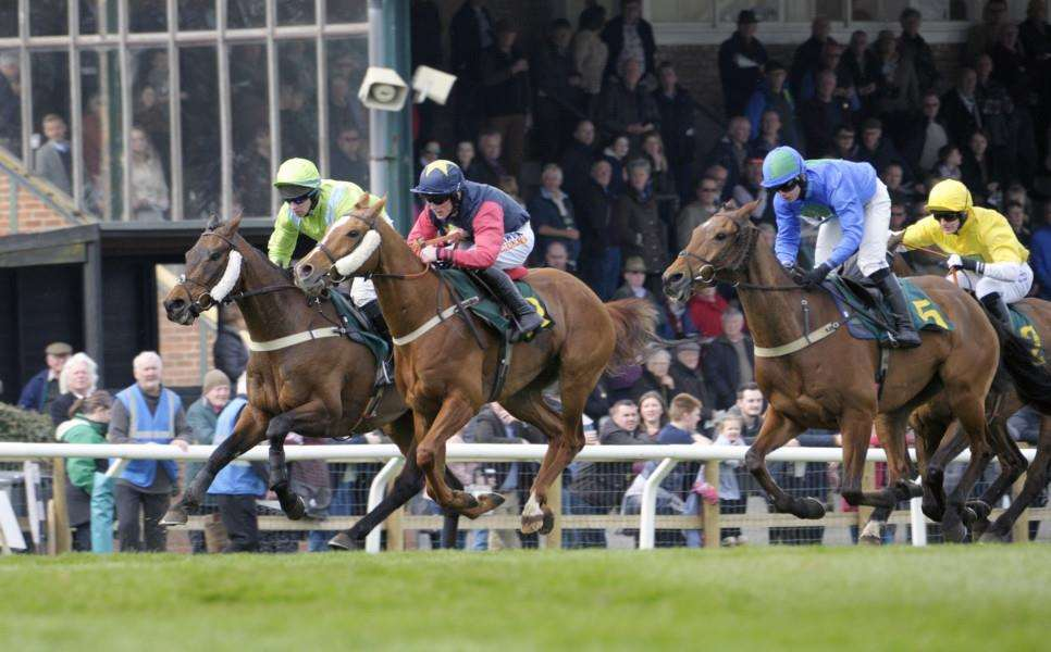 Fakenham Races Saturday Meeting on the 7th April 2018''The 2.50 Race Action
