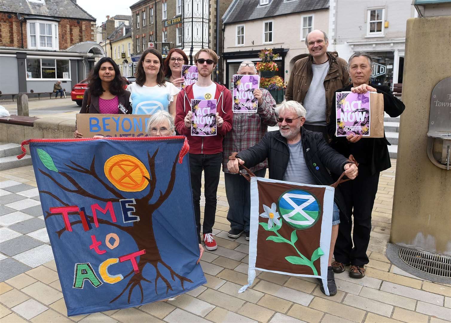 Extinction Rebellion to hold 'declaration of rebellion against the UK Government' outside Downham Market Town Hall.. (16293803)