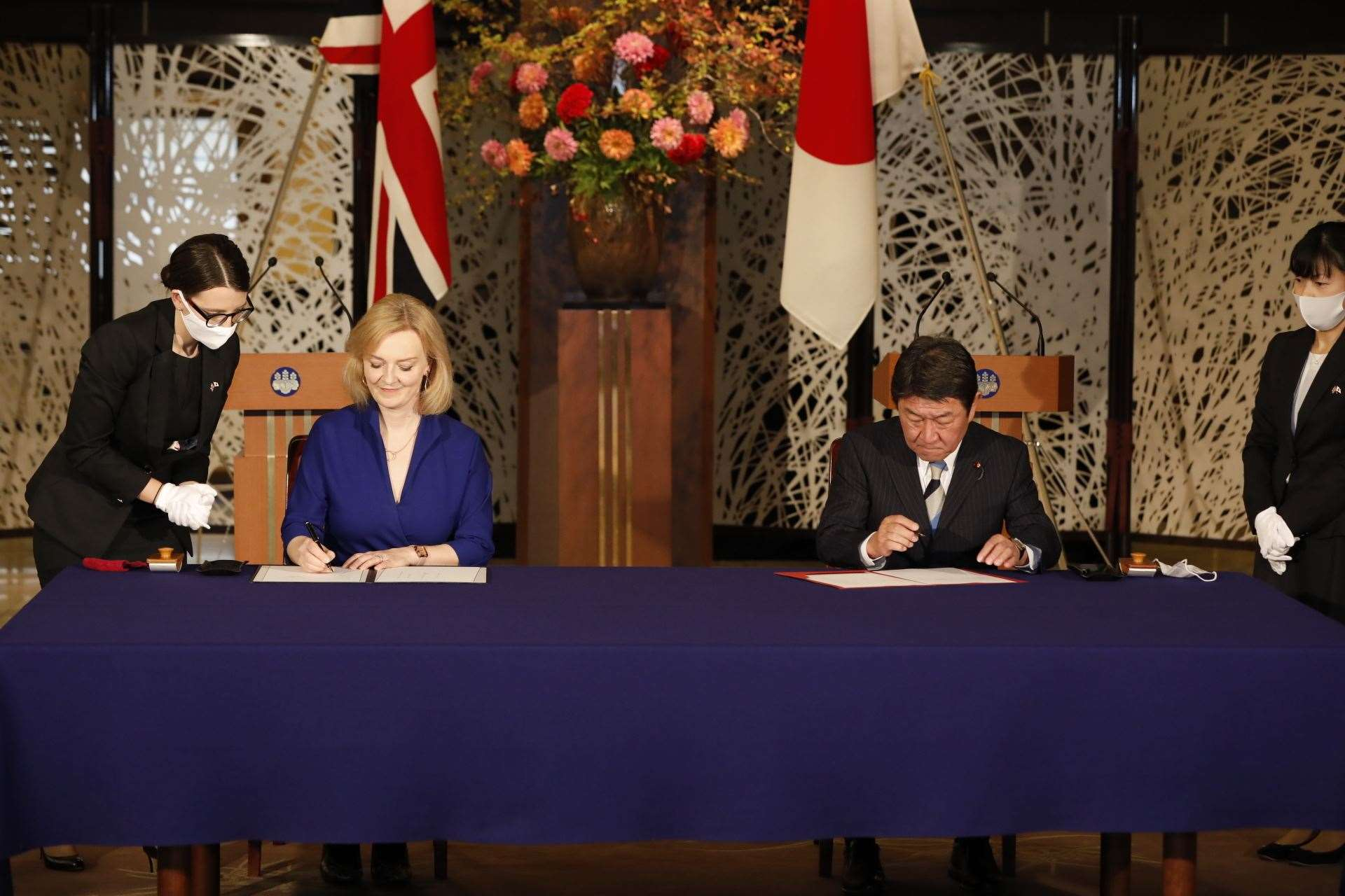 United Kingdom  sign first trade deal as independent nation