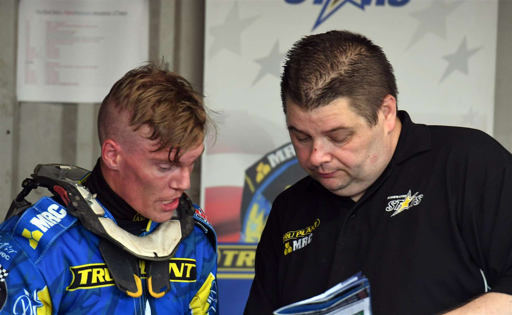 Michael Palm Toft deep in discussion with Lynn Stars team boss Dale Allitt.