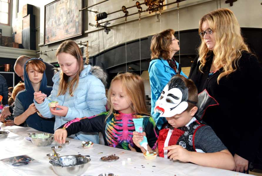 Holkham Halloween'The messy business of making creepy crawly cupcakes