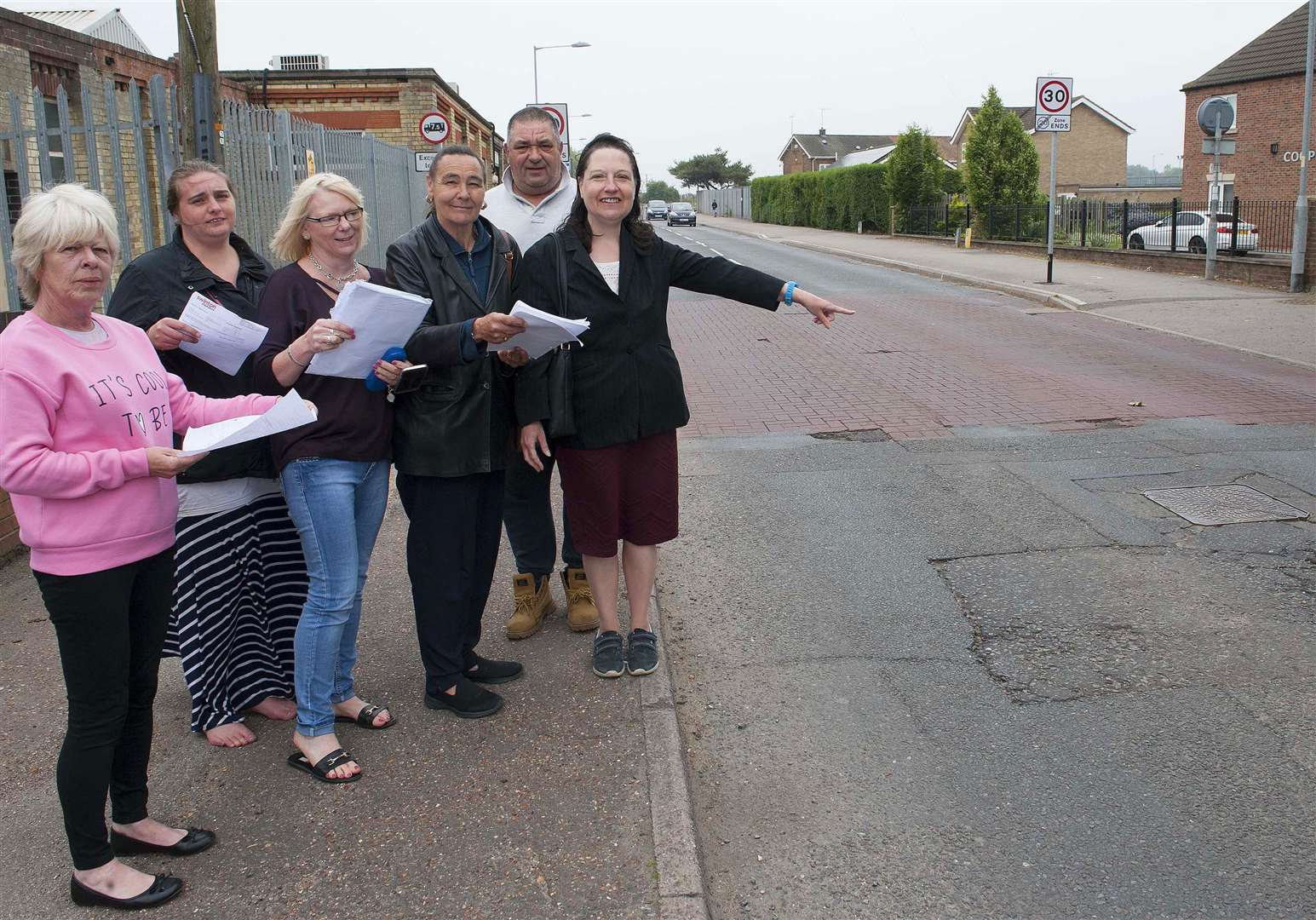 Launch Of Community HGV Watch On Wisbech Road South Lynn. Pictured far right Cllr Alexandra Kemp with residents. (2256707)