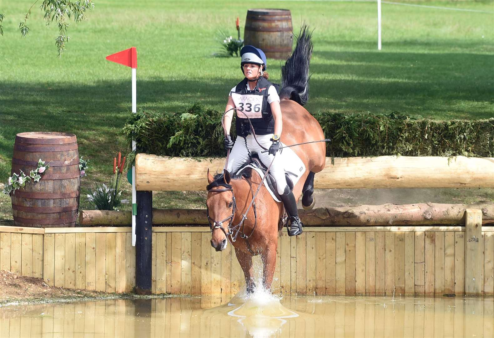 Houghton Horse Trials..Ailsa Wates riding Woodland Persuasion. (11187900)