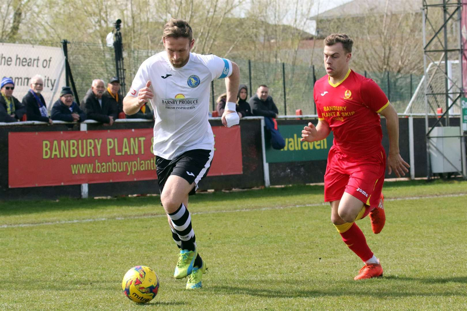 Banbury United's Charlie Hawtin and Lynn's Ryan Jarvis. Picture: Banbury Guardian. (8315772)