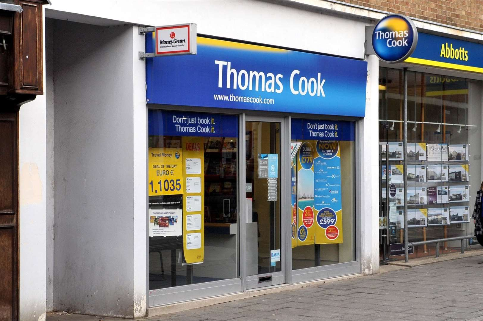 Thomas Cook seeks £200 million in extra funding to avoid collapse