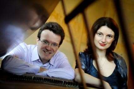 Julian Perkins and Emma Abbate. Picture: King's Lynn Music Society website (https://www.klmusicsoc.org.uk/)