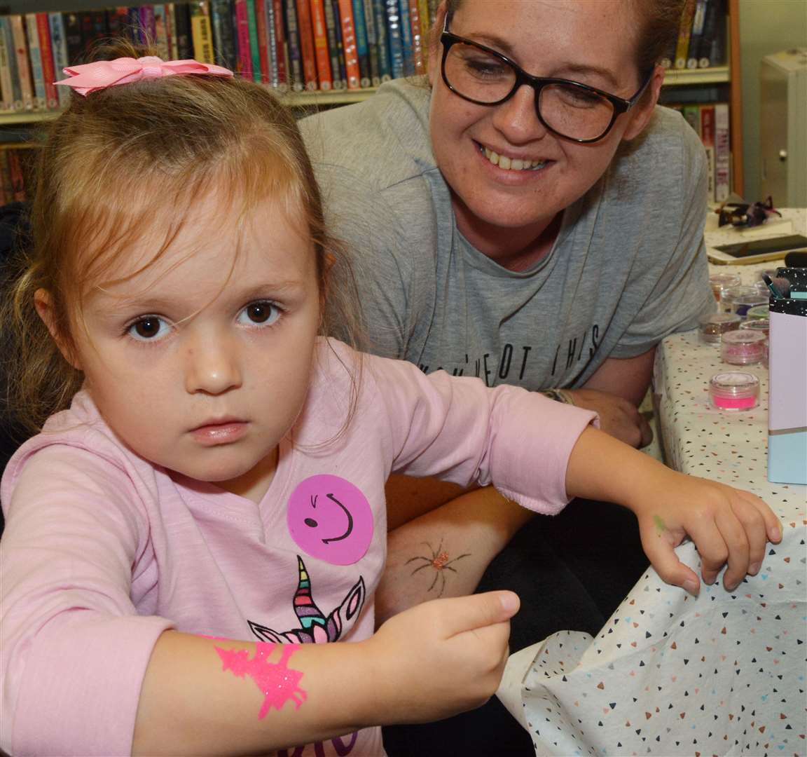 Rebecca Guymer gives Trixie Keeves a glitter tattoo