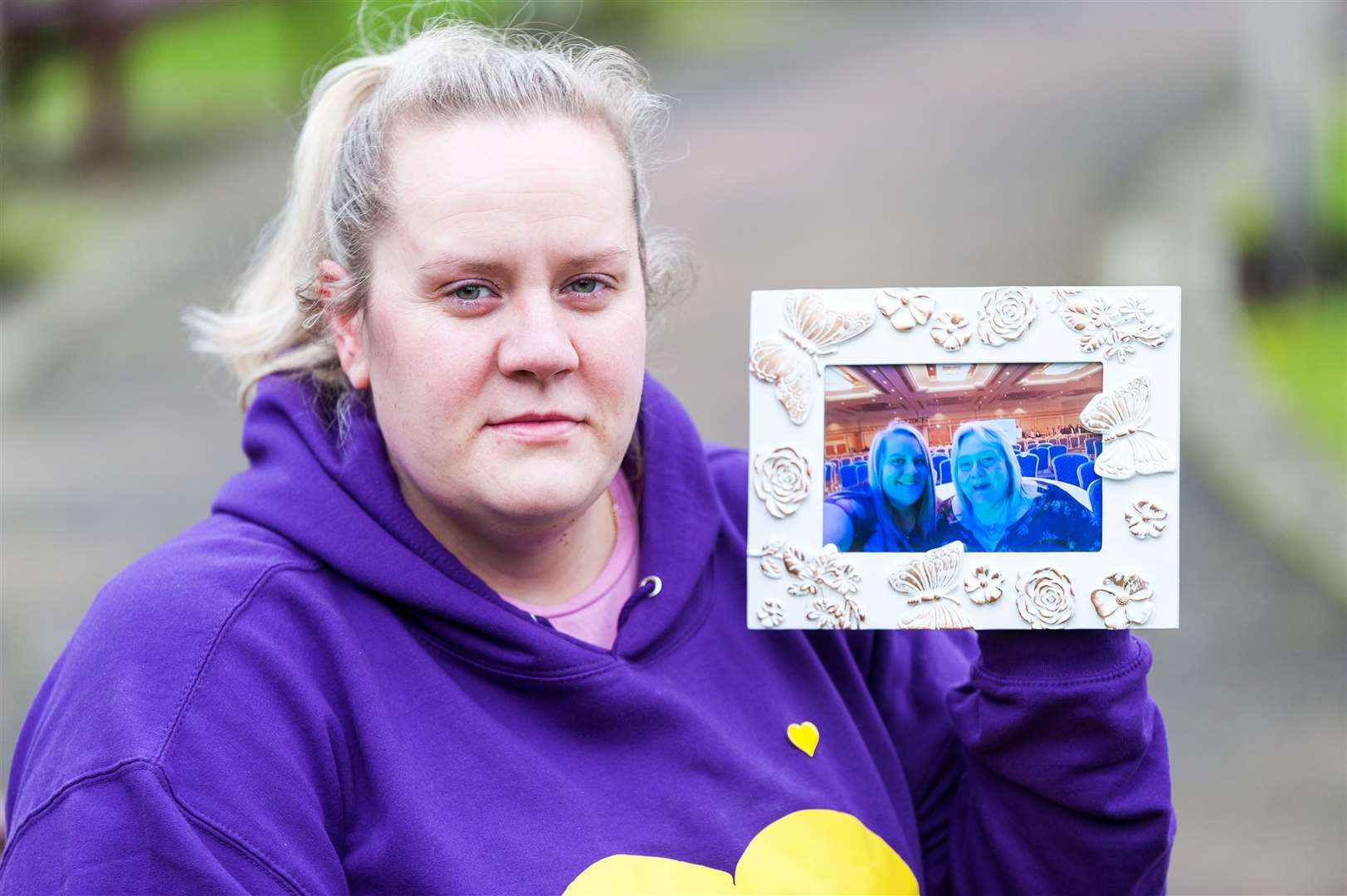 Susie Royal with a picture of her and her mum Susan York, who died from Covid last April. Picture: Ian Burt. (45392235)