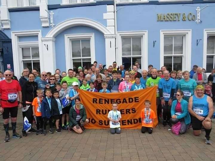 Renegade Runners proudly line-up at the hugely-popular GEAR 10k on the Tuesday Market Place. (9831132)