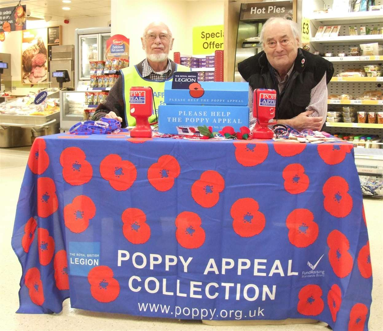 Swaffham Lions club members Keith Mitchell & Ian Harding selling poppies in the town (5286726)